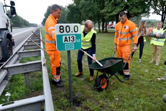 Vlaamse autosnelwegen krijgen nieuwe kilometerbordjes