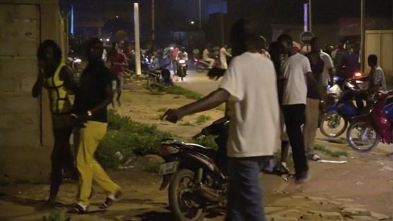 17 doden bij vermoedelijke terreuraanval in Ouagadougou, twee aanvallers gedood