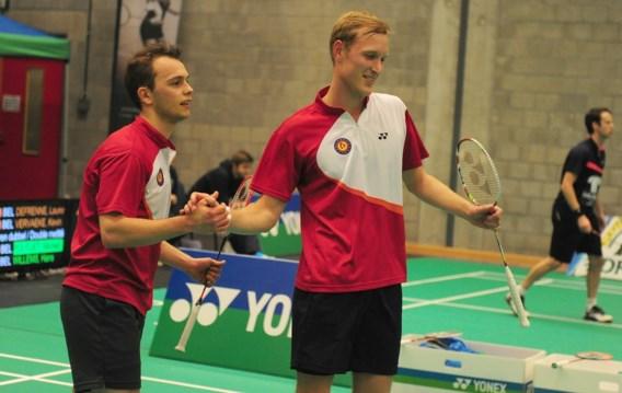 Matijs Dierickx en Freek Golinski liggen uit het dubbelspel op het WK badminton