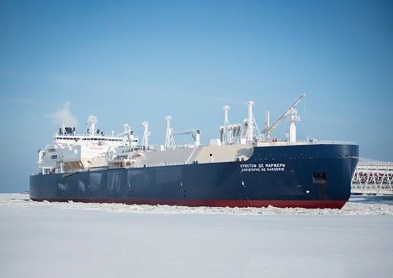 Historisch: Russisch tankschip vaart zonder ijsbreker door ijskap