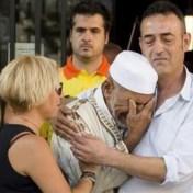 Vader van kleuter die stierf bij aanslag Barcelona omhelst imam
