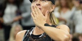 """US OPEN. Sharapova wint en countert kritiek: """"Desnoods speel ik in een parkeergarage"""""""