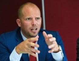 Theo Francken krijgt wind van voren: 'Rommel moet je opkuisen, mensen niet'