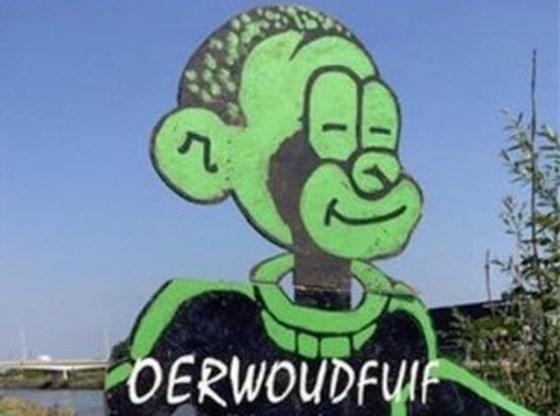 Jonge moeder Dalilla Hermans boos over mascotte 'Oerwoudfuif': 'Denk je dat ik mijn zoontje naar zo'n groep wil sturen?'