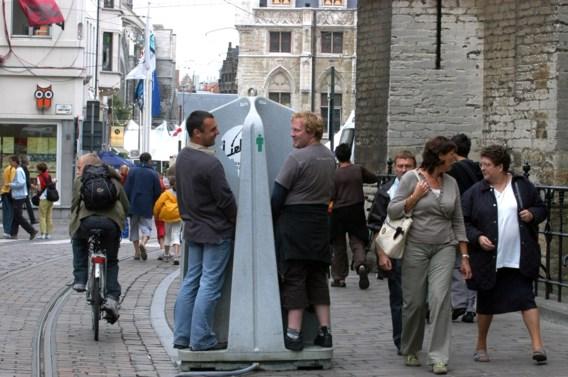 Nederlandse rechter: 'Je kunt als vrouw ook in een urinoir plassen'