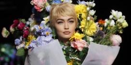 Flowerpower en echte bloemenjurken bij Moschino