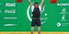 Olympisch kampioen gewichtheffen verbreekt jarenoud wereldrecord