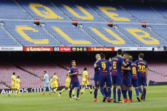 Barcelona wint geladen wedstrijd in leeg Camp Nou, Piqué in tranen