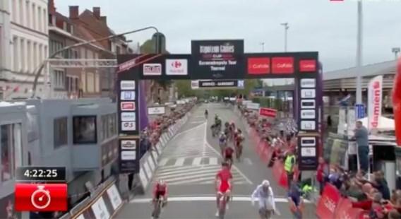 Fransman viert te vroeg in de sprint, waardoor McLay Eurométropole Tour op zijn naam schrijft