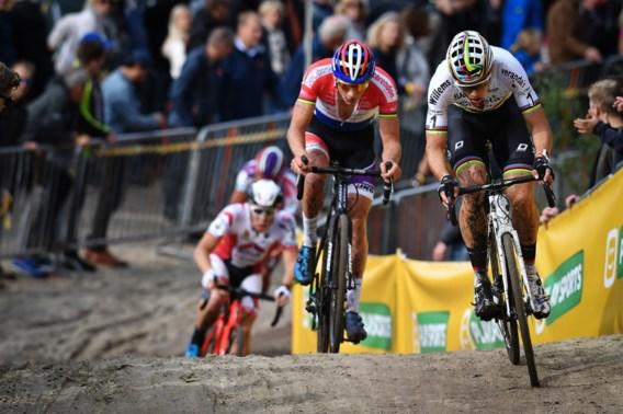 """Van Aert blij dat hij terug kan fietsen, Van der Poel zelfkritisch na """"technisch slechte cross"""""""
