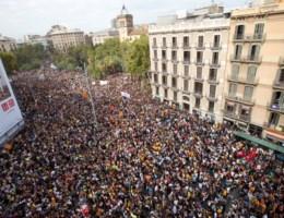 Duizenden Catalanen op straat tegen geweld Spaanse politie