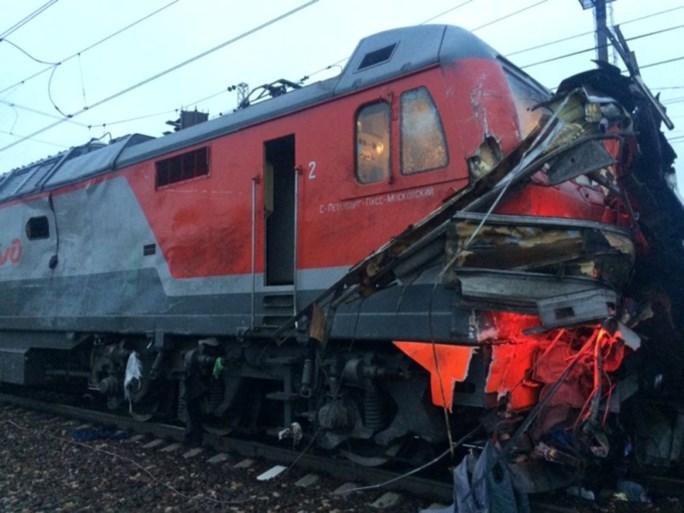 Zeker negentien doden bij botsing tussen trein en bus in Rusland