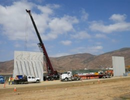 Trumps muur duikt op aan Mexicaanse grens