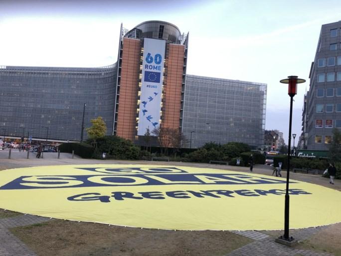 Greenpeace tovert Schumanplein om tot gigantische zon