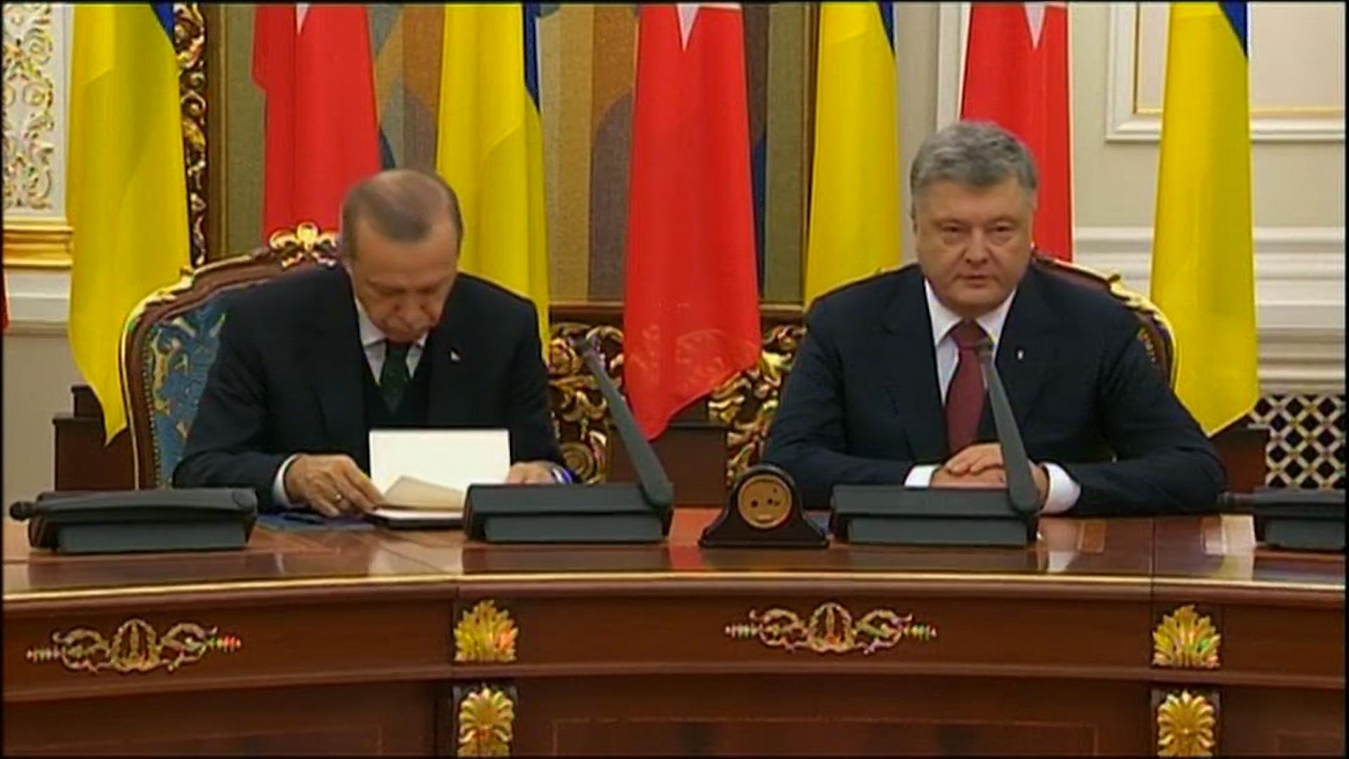Erdogan Valt In Slaap Tijdens Persbriefing Met Oekraïense