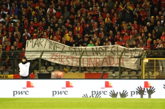 Nainggolan is gevoel voor humor nog niet kwijt, fans blijven hem steunen met spandoeken