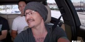 Linkin Park eert overleden frontman met aflevering 'Carpool Karaoke'
