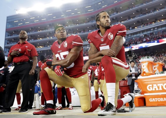 Clubloze Kaepernick klaagt 'samenzwerende' NFL aan na knieling uit protest
