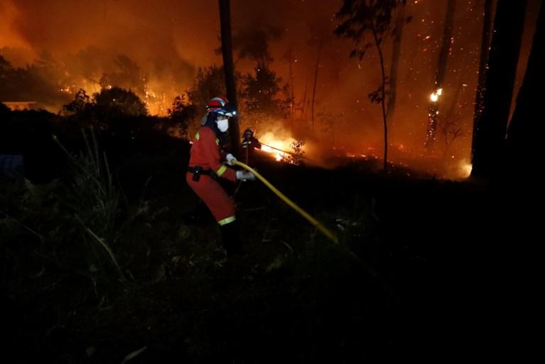 Minstens 27 doden bij bosbranden in Portugal