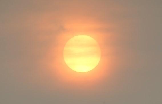 Rode zon kleurt de hemel