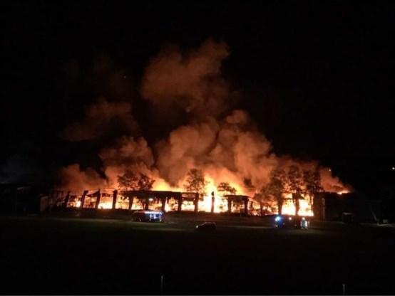 Zware brand legt oude Philips-gebouwen volledig in as