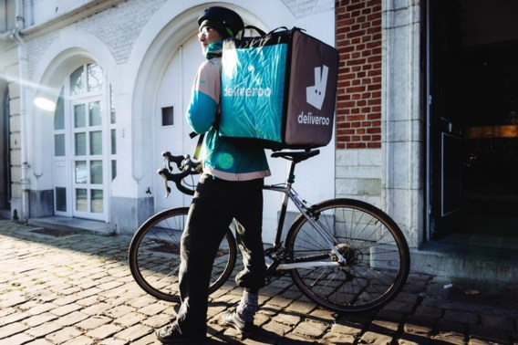 Deliveroo past verloningssysteem aan maar ontkent dat fietskoeriers verzekering verliezen