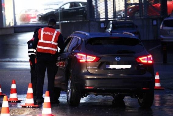 Politie vat bestuurder met 77.000 euro aan openstaande boetes tijdens controle