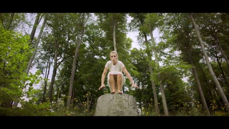 Veerle Baetens zingt in videoclip voor meer bos