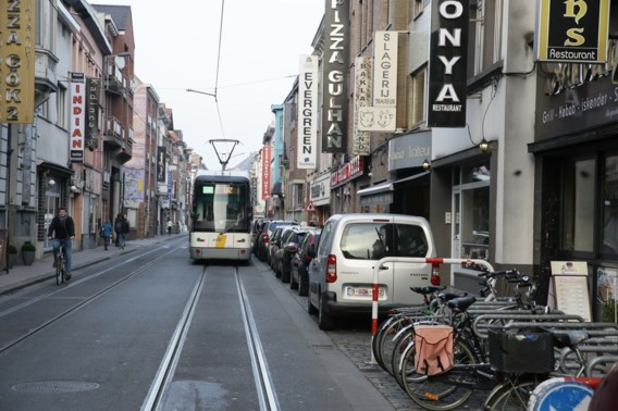 Autobestuurder opgepakt nadat trouwstoet verkeer hindert in Gent