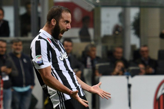 Roma wint ook zonder Nainggolan, Higuaín duwt AC Milan nog wat dieper in de put met honderdste Serie A-goal