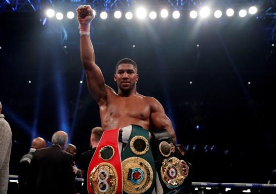 Ongeslagen Joshua is niet te stoppen en behoudt titels bij zwaargewichten