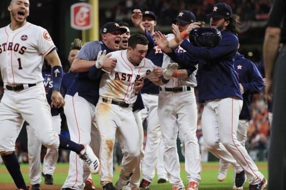 Houston Astros komt op één zege van de titel in World Series Baseball