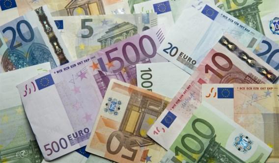 Twintigers rijden rond met 420.000 euro in autokoffer