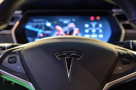 Deuk in groene imago van grote elektrische wagen