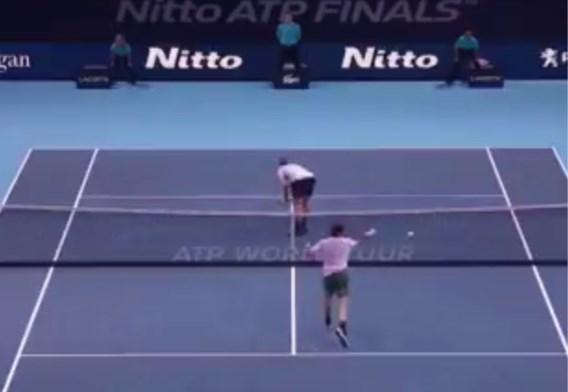 Federer begint met zege aan Masters, tegenstander laat hem echter poepie ruiken...