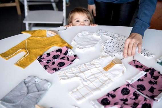 Kledinglijn voor baby's die in je handpalm passen