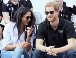 Prins Harry stelt verloofde voor