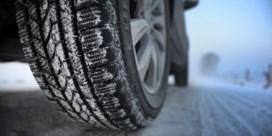 Ongevallen door gladde wegen: verkeerscentrum roept op rijstijl aan te passen