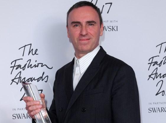 Raf Simons in Londen uitgeroepen tot Designer of the Year