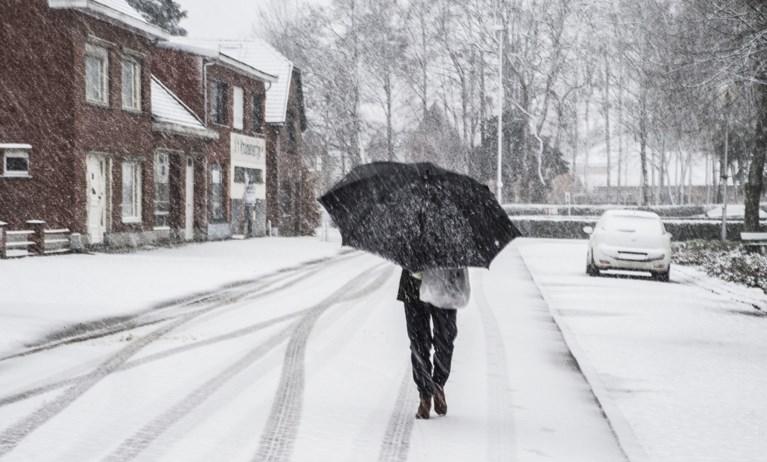 Te voet of met de fiets door de sneeuw? Met deze tips breng je het er veilig van af