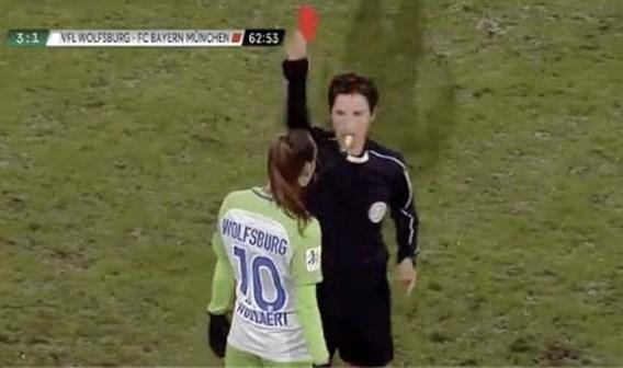 Red Flame Tessa Wullaert uitgesloten omdat ze voor voeten van scheidsrechter spuugde in Duitse topper
