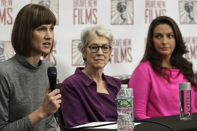 Vrouwen eisen onderzoek naar ongewenste intimiteiten Trump