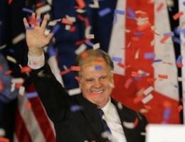 Trump staat in hemd door onverwachte winnaar Alabama