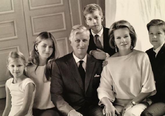 Koninklijke familie gaat voor retrolook op kerstkaart
