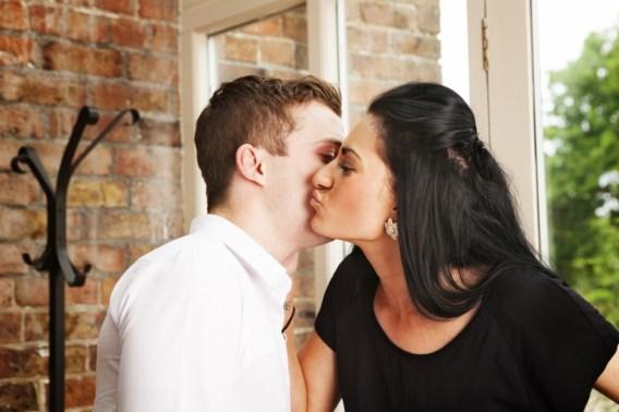 'Stop met kussen op het werk'