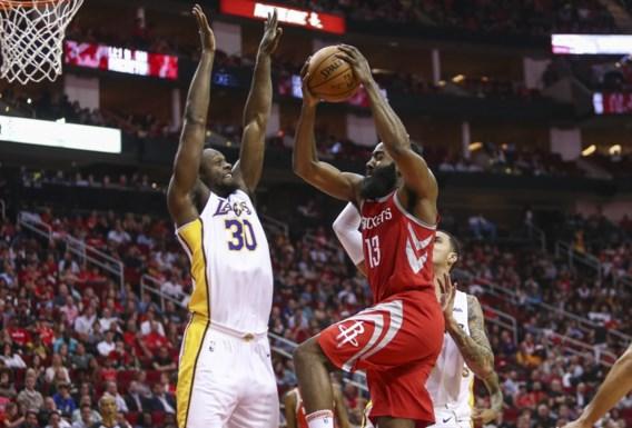 NBA. Harden schiet 51 punten binnen maar verliest met Houston, Warriors winnen dankzij derde ster