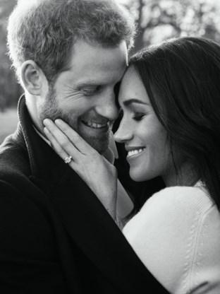Prins Harry en Meghan Markle geven verlovingsfoto's vrij