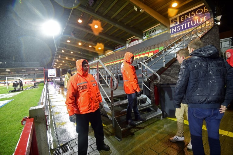 """Wedstrijd tussen Oostende en Racing Genk afgelast door stormweer: """"Onverantwoord om te spelen"""""""