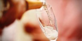 Met dit simpele trucje krijg je weer bubbels in je cava of champagne