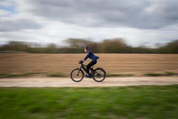 Moet de snelle elektrische fiets aan banden?